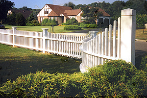 Beautiful curved vinyl fence made by LI, NY fence company