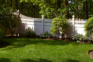 LI, NY fence company creates beautiful, maintenance free vinly fencing and gates.